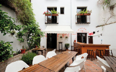 Oasis-Backpacker-Granada-Patio